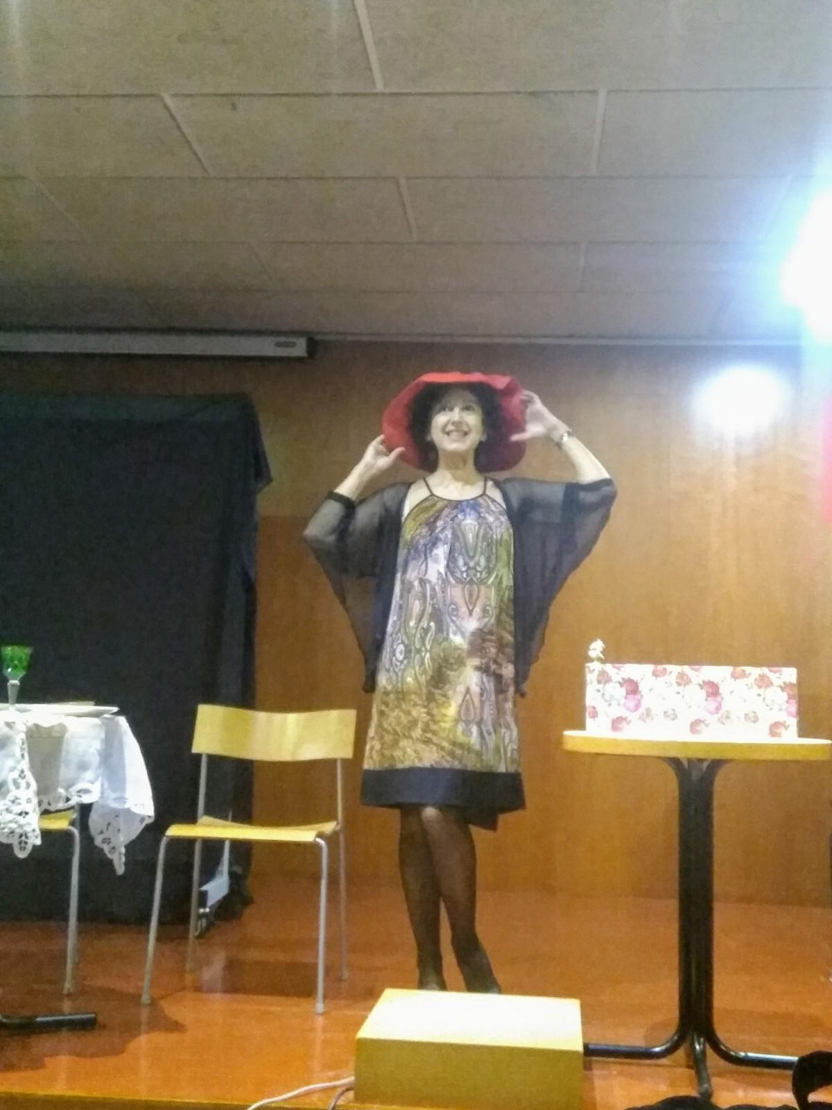 """Psicologia i teatre s'uneixen. Mariàntonia Navarro en un moment de """"Divines"""""""